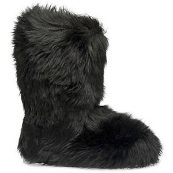 475f98e452f Black UGG fluff momma boots